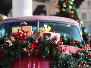 Showcasing Holiday Promos for Your Car Dealership